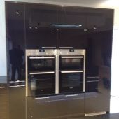 Cooker and kitchen installation